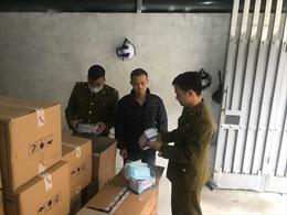 Phát hiện một người Trung Quốc thu gom 50 thùng khẩu trangở Hà Nội