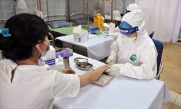 Hà Nội test sàng lọc COVID-19 cho hàng trăm tiểu thương tại chợ đầu mối