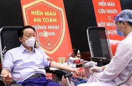 Bộ trưởng Trần Hồng Hà cùng cán bộ, nhân viên Bộ Tài nguyên và Môi trường hiến máu tình nguyện