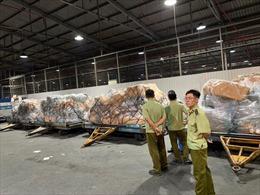 Tạm giữ hơn 4 tấn hàng không hóa đơn chứng từ vận chuyển bằng máy bay Vietnam Airlines
