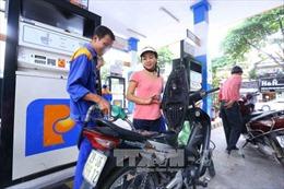 Xăng, dầu giảm giá nhẹ