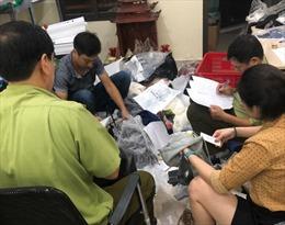 Bắt quả tang cơ sở đang 'hô biến' hàng Trung Quốc thành hàng hiệu