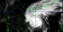 Bão số 13 đang gây mưa lớn và gió mạnh tại các tỉnh miền Trung