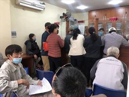 Bất chấp dịch COVID-19, người dân đổ xô đi làm giấy tờ đất đai, 'né' quy định mới từ 1/3