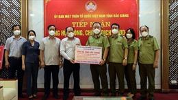 Tổng Cục Quản lý thị trường trao nhu yếu phẩm, vật tư y tế đến tâm dịch Bắc Giang