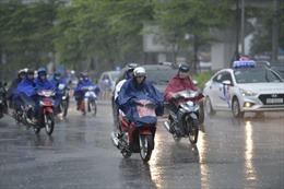Ảnh hưởng áp thấp nhiệt đới, miền Bắc và miền Trung tiếp tục mưa to