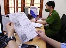 Công an Hà Nội khẩn trương cấp giấy đi đường theo mẫu mới cho người dân