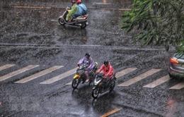 Nhiều vùng trên cả nước có mưa dông ngày cuối tuần