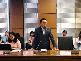 Bộ trưởng TN&MT Trần Hồng Hà giải thích vấn đề lở đất ở miền Trung