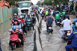 Triều cường lên cao, TP Hồ Chí Minh đối mặt với ngập úng nghiêm trọng