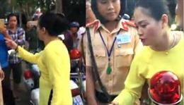 Thừa nhận hành vi không chuẩn mực, người phụ nữ xin lỗi Cảnh sát Giao thông