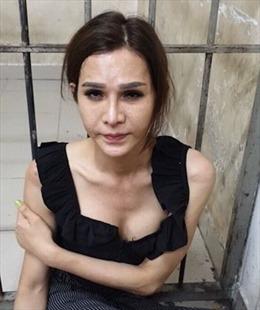 Chuyển giới thành gái gạ khách nước ngoài mua dâm để trộm tài sản