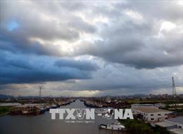 Bão Ampil đổ bộ Thượng Hải, gây mưa lớn, 600 chuyến bay bị hủy