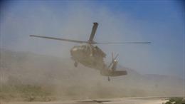 Trực thăng quân sự Mỹ thổi bay lán trại của binh sĩ
