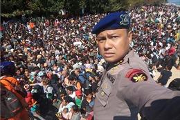 Du khách chen chúc rời đảo nghỉ mát của Indonesia sau trận động đất 7 độ richter