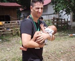 Em bé sống sót thần kỳ qua nhiều ngày sau vụ vỡ đập thủy điện tại Lào
