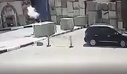 Balo phát nổ ngay trước khi kẻ đánh bom liều chết tiếp cận Đại sứ quán Mỹ