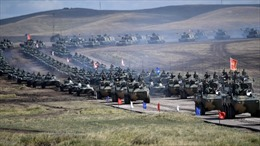 Tổng thống Putin thân chinh thị sát quân đội Nga, Trung Quốc phô diễn sức mạnh
