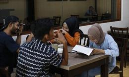 Indonesia cấm nam nữ chưa kết hôn được ăn cùng bàn