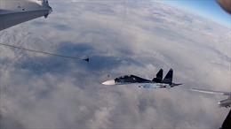 Cận cảnh hai chiến đấu cơ Nga tiếp liệu trên không