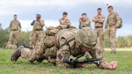Thiếu nhân sự, quân đội Anh định tuyển cả người nước ngoài chưa sống ở Anh