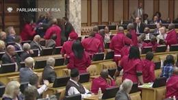 Nghị sĩ Nam Phi đánh đấm túi bụi trong phiên họp quốc hội