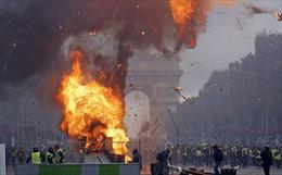 'Kinh đô ánh sáng' Paris của Pháp như vùng chiến sự vì biểu tình
