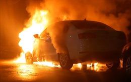Sau vụ bắt giữ tàu chiến Ukraine, xe ngoại giao Nga bị đốt cháy ở Kiev