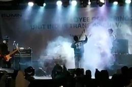 Hình ảnh khủng khiếp của sóng thần Indonesia, quét phăng ban nhạc đang biểu diễn