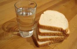 Hải quân Mỹ chấm dứt hình phạt thủy thủ ăn bánh mì và uống nước
