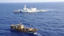 Tàu Trung Quốc đánh cá trái phép bỏ chạy, 'bắt cóc' 10 thanh tra Nhật Bản