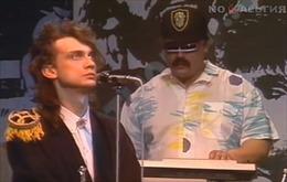 Hình ảnh 2 ca sĩ giống hệt Tổng thống Putin và Maduro thời trẻ gây xôn xao