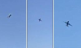 Máy bay chệnh choạng trên trời vì gió 'hành hạ'