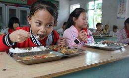 Trung Quốc yêu cầu ban giám hiệu ăn cùng học sinh để tăng cường an toàn thực phẩm