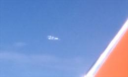 Vật thể bay tách làm 6 phần rồi biến mất gần máy bay Hàn Quốc?