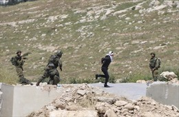 Binh sĩ Israel bắn thiếu niên Palestine bị trói tay, bịt mắt