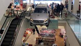 Ô tô lao vào trung tâm mua sắm Hamburg, Đức
