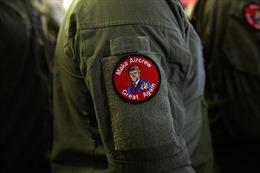 Hải quân Mỹ đánh giá mức độ vi phạm của binh sĩ đeo khẩu hiệu 'Đưa đội bay vĩ đại trở lại'