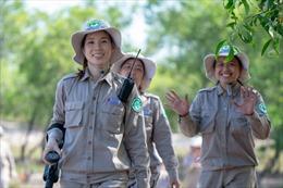 Báo nước ngoài viết về những cô gái rà phá bom mìn tại Quảng Trị