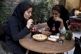 Bất chấp cấm vận, hàng Mỹ vẫn đầy rẫy ở Iran