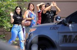 Hình ảnh nghẹt thở bên trong siêu thị xảy ra xả súng tại Mỹ