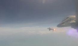 Mãn nhãn cảnh máy bay Ấn Độ phóng thử tên lửa tự nghiên cứu chế tạo