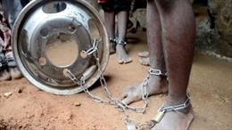 Nigeria giải cứu hàng trăm trẻ em bị xích chân trong trường học