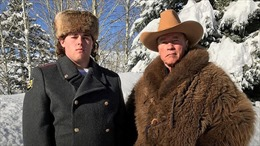 'Kẻ hủy diệt' Arnold Schwarzenegger gây bão khi đăng ảnh con trai mặc cảnh phục Nga