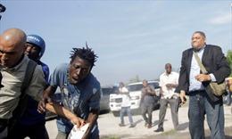 Nghị sĩ Haiti nổ súng khiến phóng viên AP bị thương ở mặt