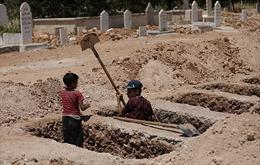 Câu chuyện 2 đứa trẻ đào huyệt và tàn dư tội ác của IS