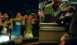 Hành động gây ngỡ ngàng của người biểu tình Lebanon với cậu bé 15 tháng tuổi