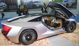Nhật Bản ra mắt xe ô tô làm từ gỗ trông không khác gì siêu xe
