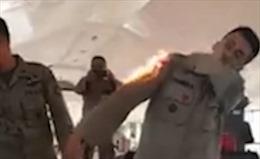 Binh sĩ Indonesia bày cách dập lửa đơn giản mà hiệu quả