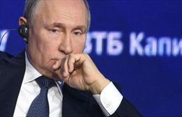 Xem Tổng thống Nga Putin nói tiếng Đức khi phiên dịch viên lúng túng